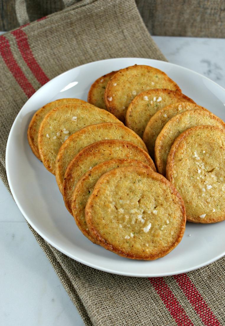 ... Suburban Gourmet: Friday Night Bites | Jalapeno Cheddar Crackers