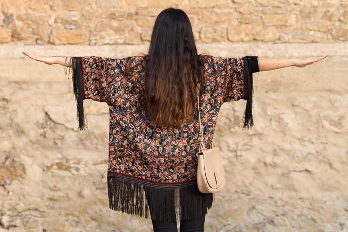 Blogger de moda valenciana con laTendencia Ponchos con Flecos