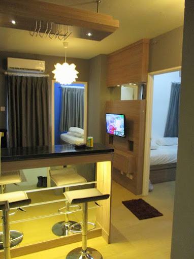 Kitchen set + Minibar apartemen pakubuwono