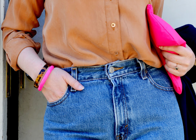 silk, blouse, vintage dior, classic levi's, pink lipstick, blonde pixie, street style, seattle, details, outfit