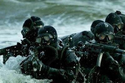 GROM-scuba-divers