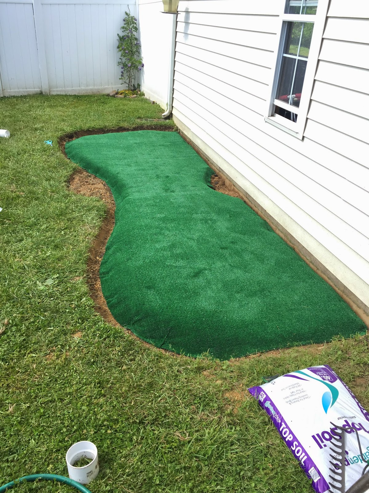 Little Bit Funky: How To Make A Backyard Putting Green! {DIY Putting Green}