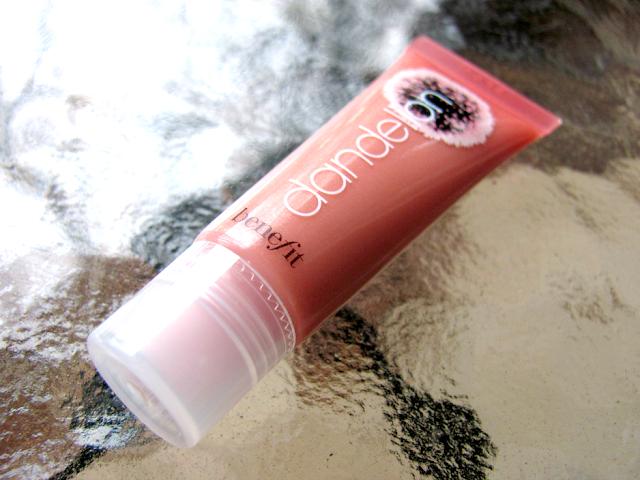 benefit-cosmetics-dandelion-ultra-plush-lip-gloss