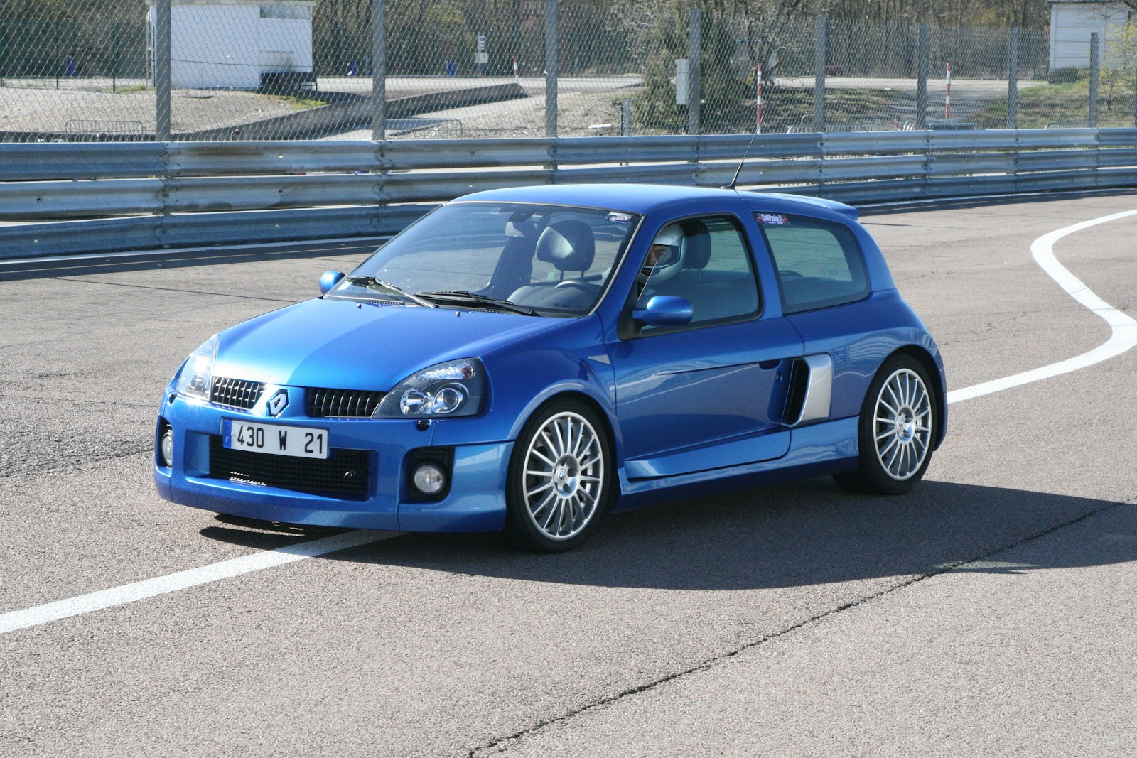 clio v6 occasion annonce vendue renault clio ii rs v6 230ch coup gris clair occasion 40 000 4. Black Bedroom Furniture Sets. Home Design Ideas