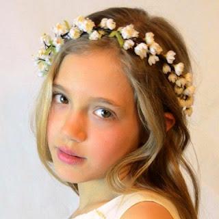 Foto Gambar Anak Perempuan Cantik Pakai Bandana Bunga