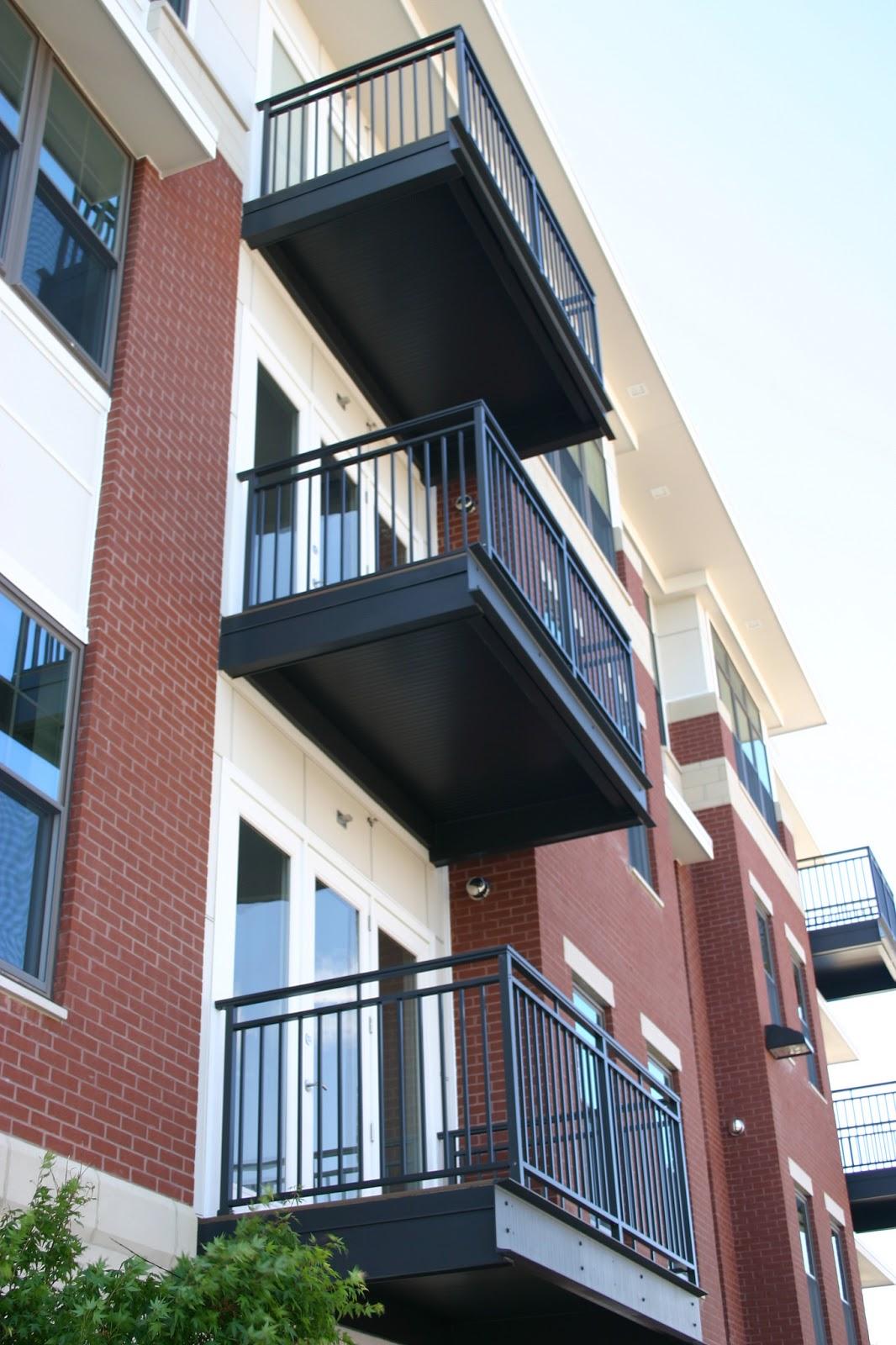 Building railings vaughan north york toronto railings for Building balcony