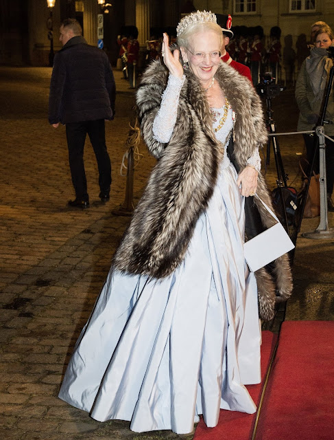 http://3.bp.blogspot.com/-v_m_yLyKI_4/Vob3cxSvhwI/AAAAAAAA6Hk/TxEYb3ilNSY/s640/Danish-Royal-Family-6.jpg