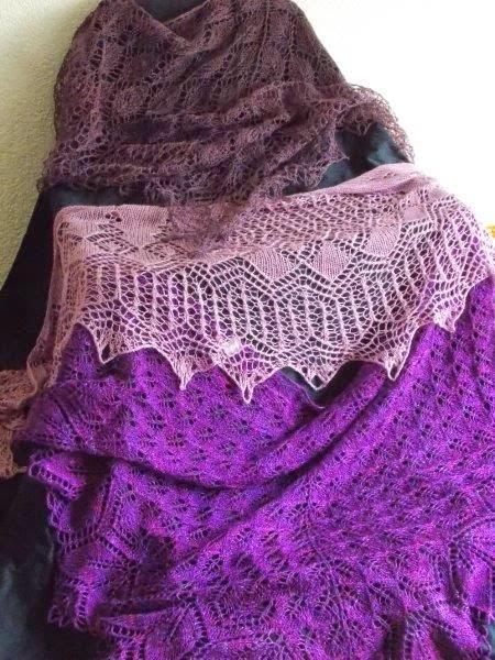 TE KOOP: linnen en zijden shawls.