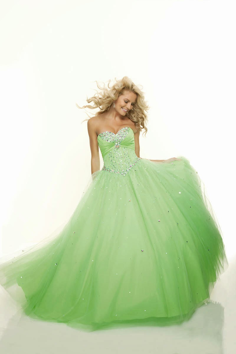 Ball Gown Tulle Sweetheart Natural Waist Floor-Length Lace-up Prom Dress