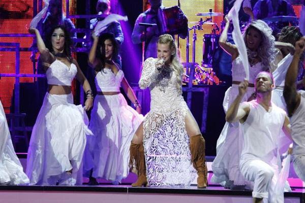 cantante-colombiana-Fanny-Lu-debutó-Premios-Tu-Mundo-El-Perfume