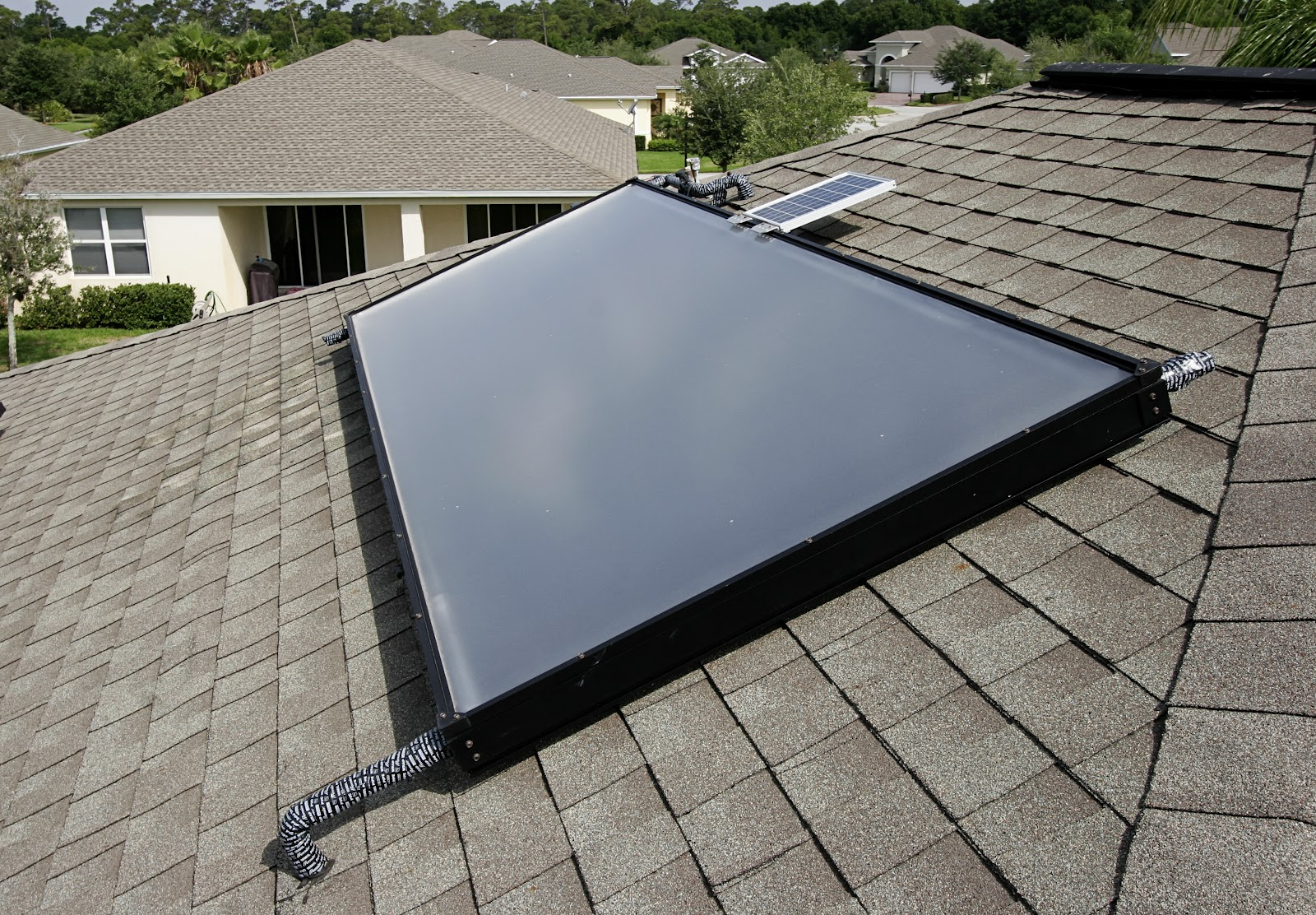 Roof Heating Systems : Uma solar the quot right way to save with hot water