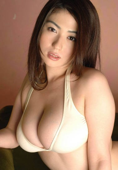 Sexy Japanese Girls in Sexy Japanese Bikini