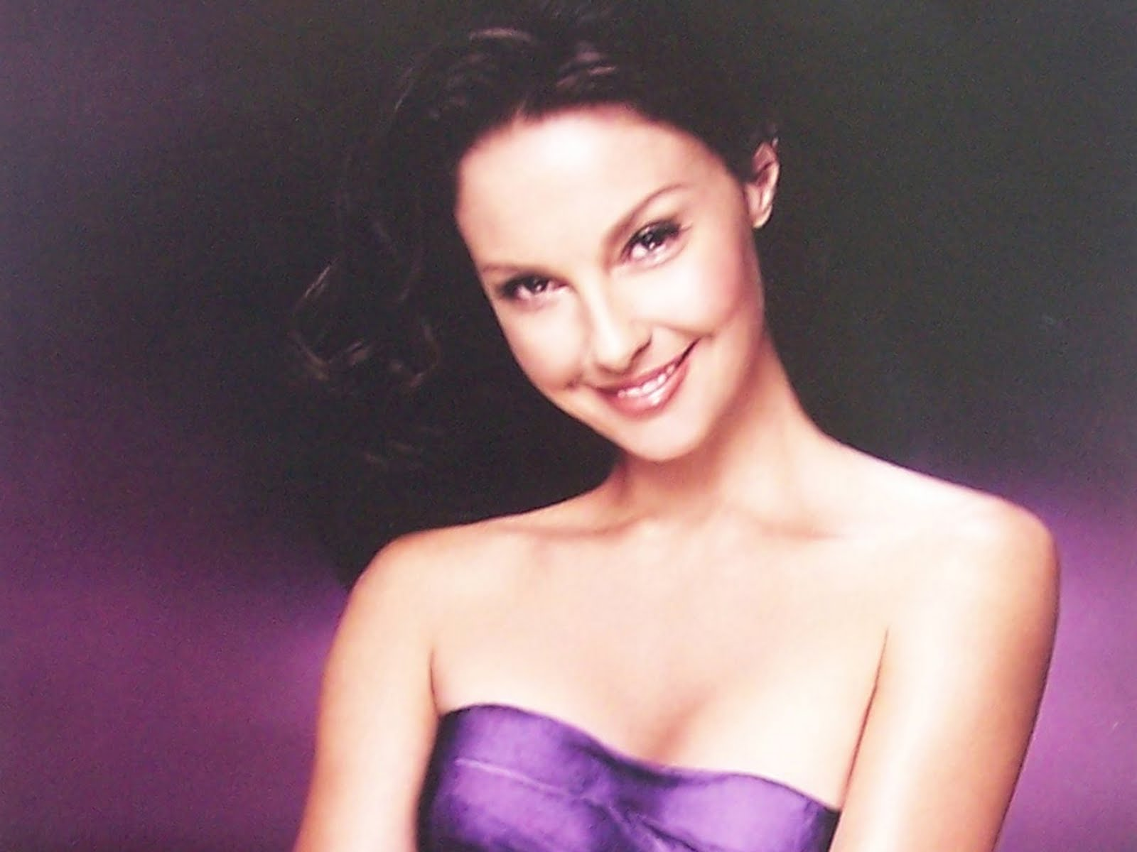 http://3.bp.blogspot.com/-vaYrWyqtCVQ/TbXmSpMFLsI/AAAAAAAAN6I/cYpGpAaf6z0/s1600/american_TV_and_film_actress_Ashley_Judd_wallpapers.jpg