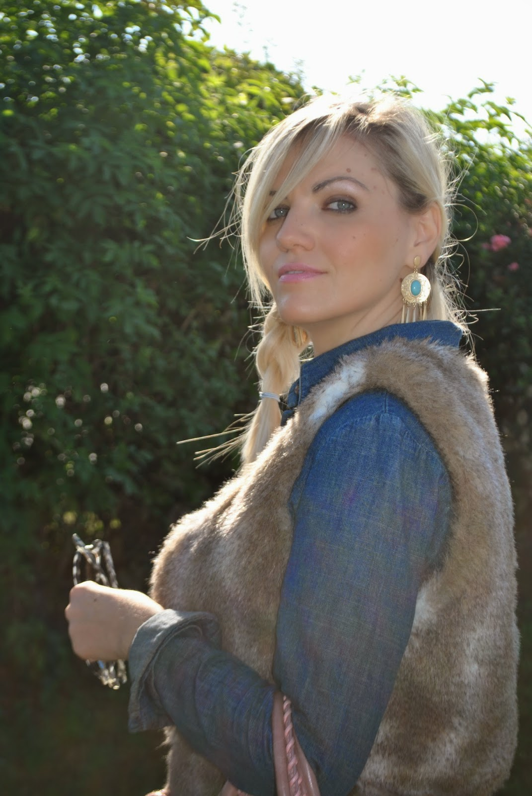 outfit in denim denim total look how to wear denim shirt outfit gilet pelliccia how to wear fur vest outfit cuissardes outfit jeans skinny abbinamenti cuissardes how to wear cuissardes abbinamenti camicia jeans come abbinare la camicia di jeans camicia in denim tendenze autunno inverno 2014 2015camicia di jeans borsa rosa cipria balenciaga occhiali da sole carrera collana etnica majique ethnic necklace majique london orecchini majique london oro e pietre azzurre earrings majique gold and turquoise stone earrings majique fashion blog italiani fashion blogger italiane fashion blogger milano fashion blogger bionde ragazze bionde fashion blog milano acconciatura treccia laterale occhiali da sole carrera mariafelicia magno mariafelicia magno fashion blogger colorblock by felym outfit autunnali outfit casual outfit casual autunnali outfit novembre 2014   autumnal outfit cuissardes boots denim shirt faux fur vest fashion bloggers italy italian girl