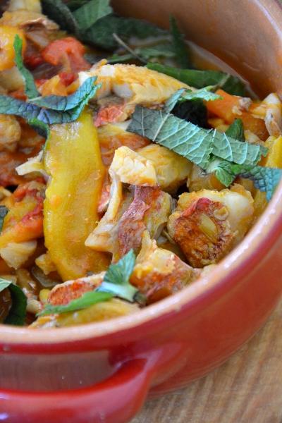 filetti di triglie con salsa di pomodoro e peperoni