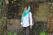 dalam ujan mampu senyum :)