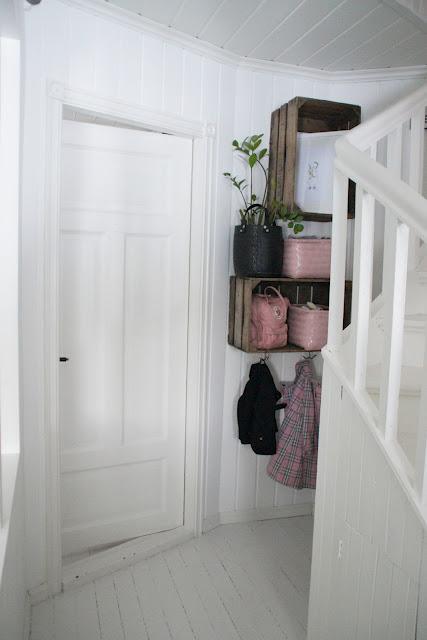 mind the gap chica cajones de frutas el nuevo aliado de la deco. Black Bedroom Furniture Sets. Home Design Ideas