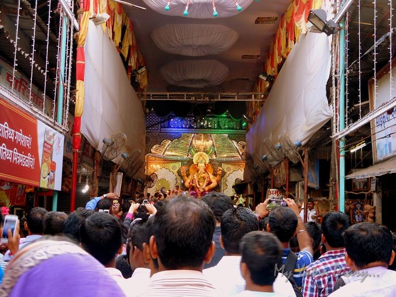 Bappa amid devotees at Lalbaugcha raja, Ganesh Pandal Hopping, Mumbai