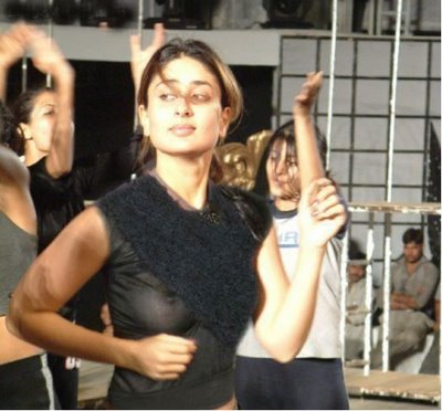 CINEMA: Kareena Kapoor BOOBS-