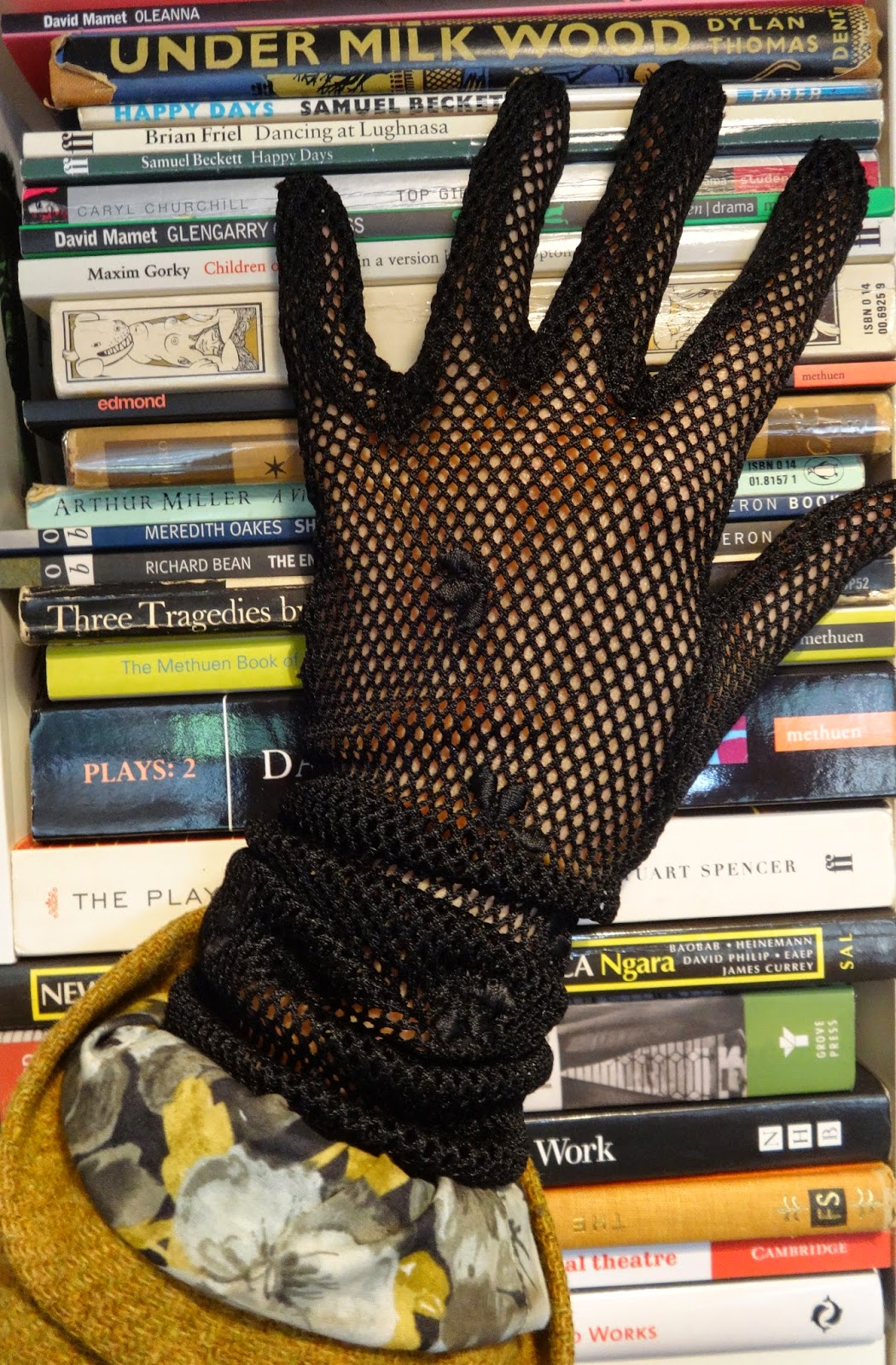 The dress agency - I Found These Beautifully Made Black Fishnet Gloves At Vintage Rose 24 Richmond Hill Tw10 This Is A Classic Dress Agency With A Terrific Selection Of