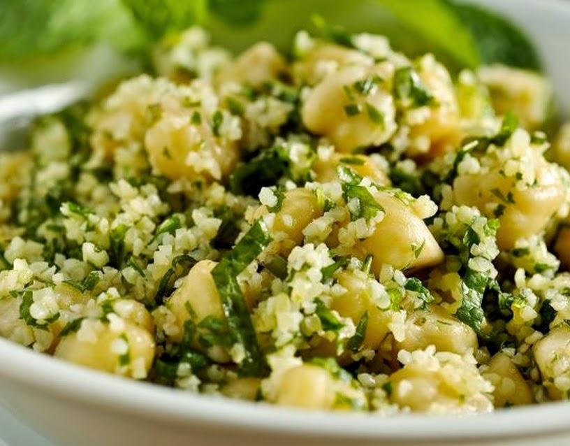 Salada de Bulgur com Grão-de-Bico (vegana)