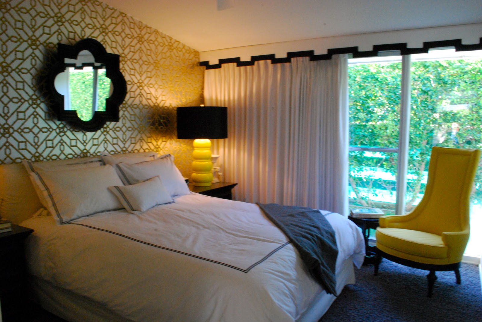 Wallpaper accent wall master bedroom for Wallpaper for master bedroom walls