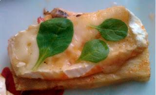 grillowany seler z serem Camembert