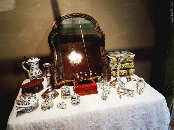 aliciasivert, Alicia Sivertsson, Rouen, France, Musée de la Céramique, normandy, frankrike, nomandie, museum, porslin, fajans, porcelain, mirror, sminkbord, spegel