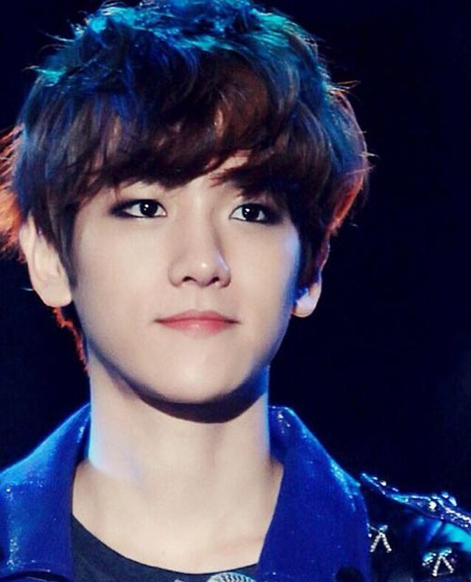 Baekhyun soft wavy curls on top hairstyle black color