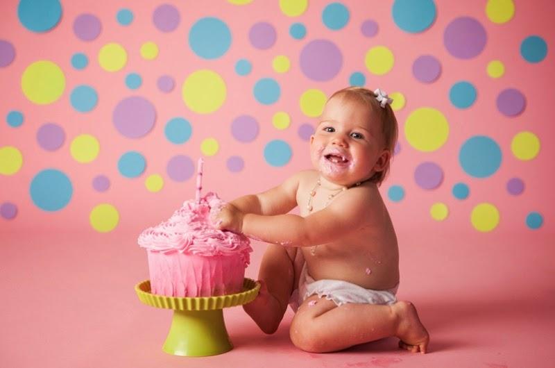 Gambar bayi mulutnya belepotan ulang tahun pertama