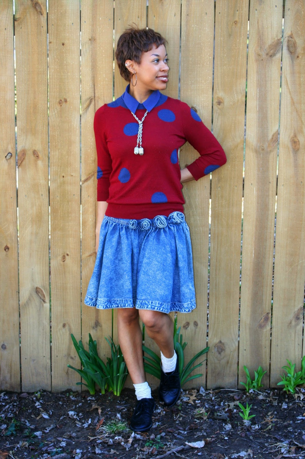 denim skirt with rosettes