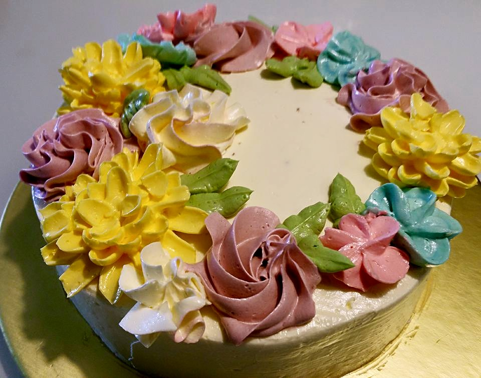 Cake Decorating Cream Flowers : Crazy Honey Dew: Swiss Meringue Buttercream for Floral ...