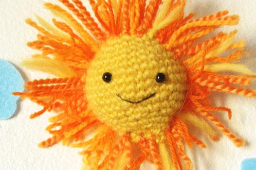 This is a Crochet amigurumi pattern, very easy crochet project for beginners. You will learn how to make an amigurumi easy and simple. This can be a fast crochet project for a handmade gift, you can use this sun as a keychain, nursery decoration, christmas tree ornament, etc