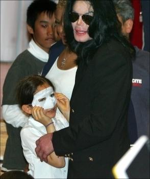 Video: Michael Jackson Abrazando a Su Hija Paris 3