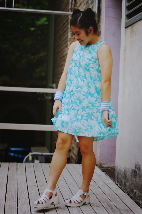 ジェシー, 夏, ファッション, ファッションブログ, ファッションブロガー, オーストラリア, 女子, 女子高生, カレン, 日本語, 日本, 英語, ドレス, 青, 花, お花, お団子, お団子ヘア, エラショック, コーデ, コーディネート, 私服, elashock, fashion, fashion blogger, personal style, JK, japanese, english, australia, sydney, summer, flowers, flower, dress, day dress, summer dress, jesse, shanni side up, canberra, karen, personal style, japan