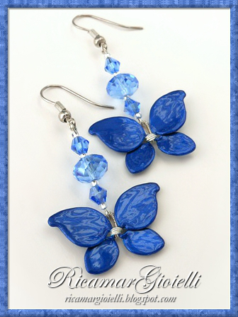 Orecchini a forma di farfalla realizzati con lo smalto  per unghie