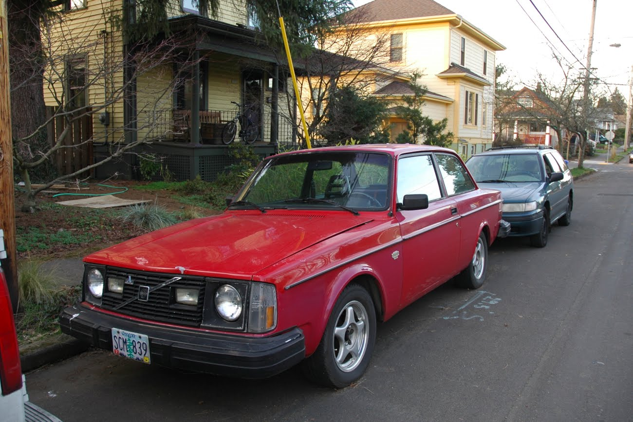 OLD PARKED CARS.: 1978 Volvo 242 GT.