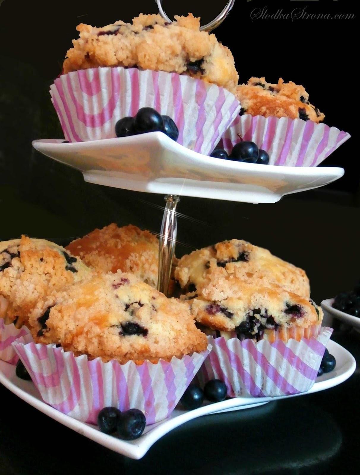 Muffinki z Jagodami i Cynamonową Kruszonką Marthy Stewart - Przepis - Słodka Strona
