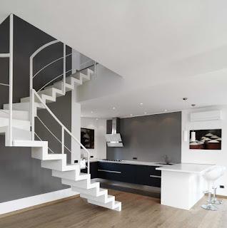 Open space minimalista restyling appartamento anni 39 50 for Interni case minimaliste