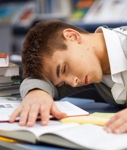 6 Hal Yang Dapat Membuat Mahasiswa Ngantuk Saat Kuliah