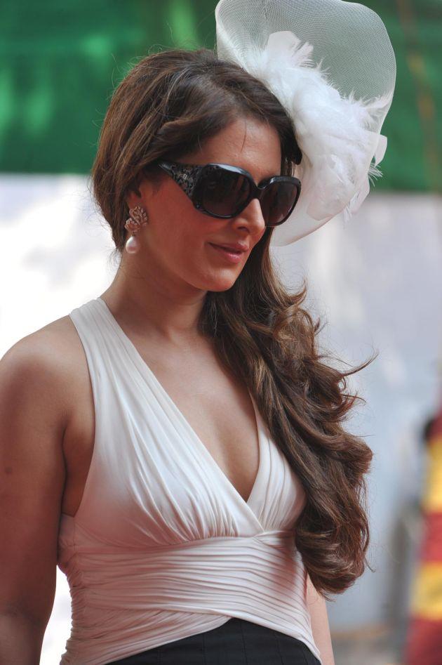Download Hot Celebrities at Signature Premium Derby 2013 hd photo's