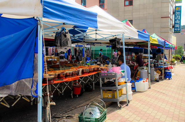 The Market in Pohang I-Dong