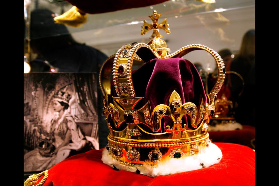 """ACravan: Sotheby's Auctioning """"Crown Jewels"""" Queen Elizabeth 1 Crown"""