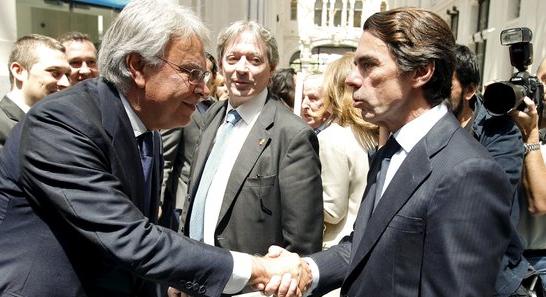 Felipe González saluda a José María Aznar