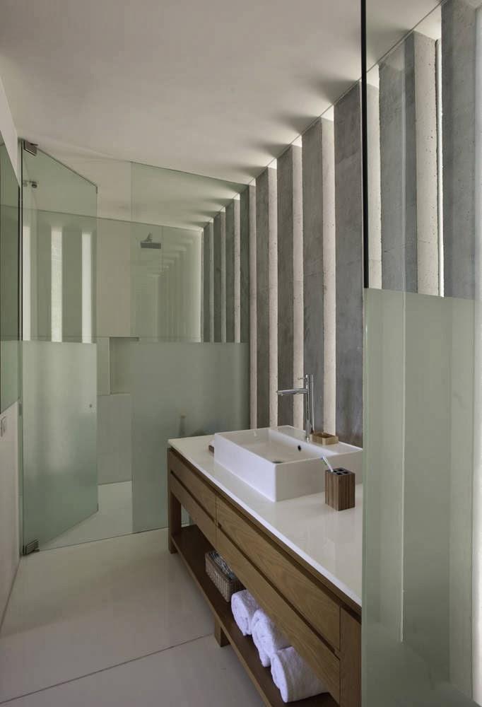 Minimalist Bathroom Design Idea