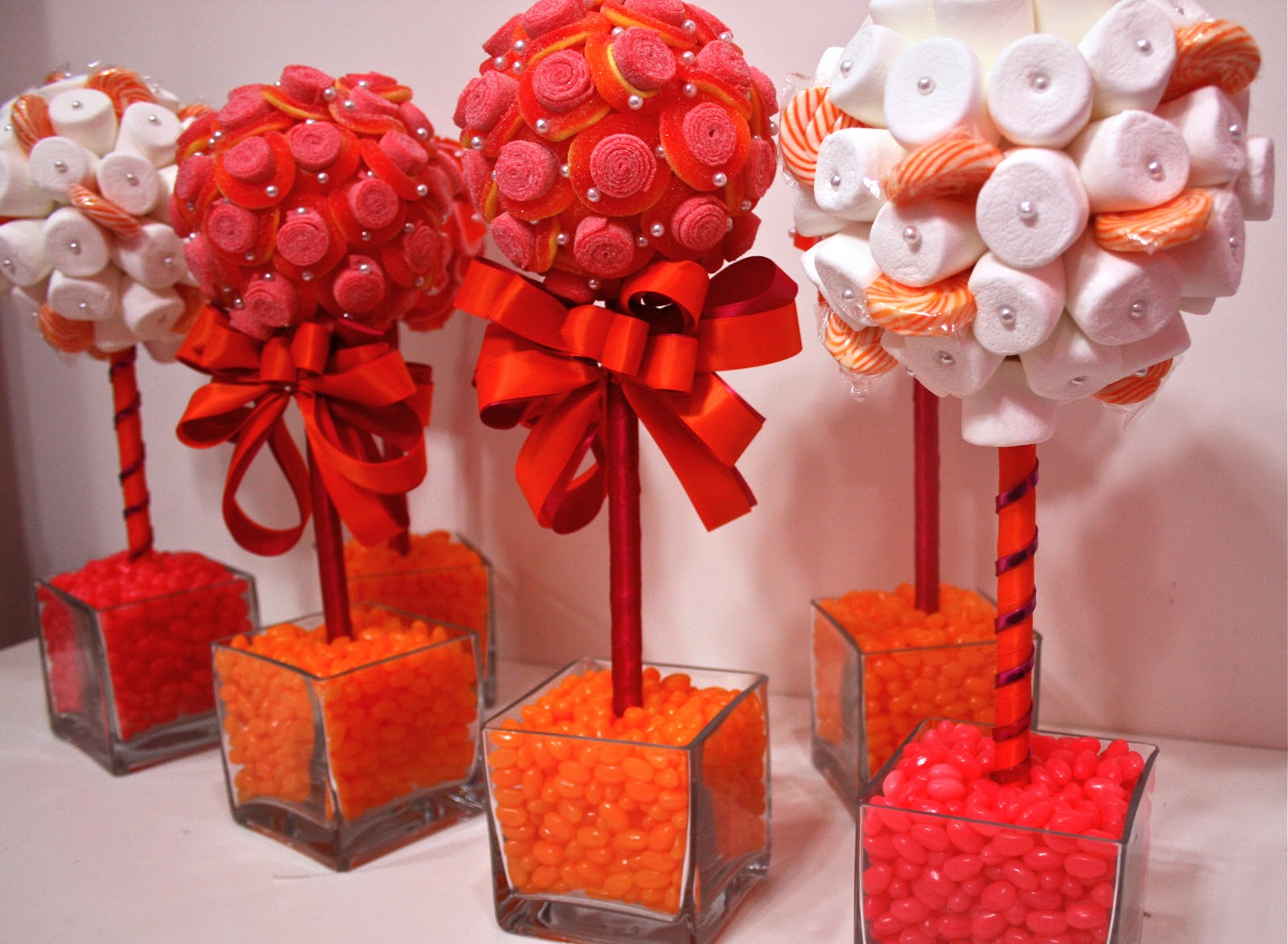 33 amazing red and white centerpieces for weddings table for Decoration sweet table