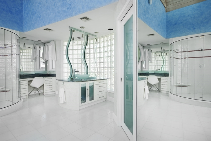 Bathroom in Modern villa in Tampa Bay