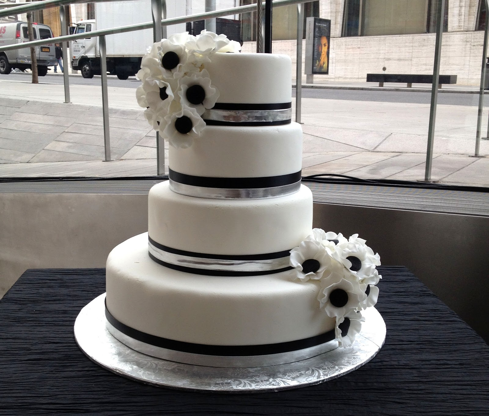 A Simple Cake Black And White Wedding Cake At Lincoln Center