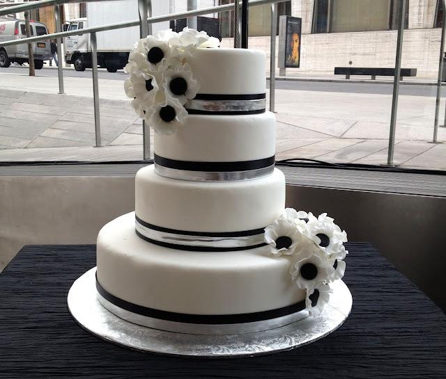 Wedding Cake Art And Design Center : A Simple Cake: Black and White Wedding Cake at Lincoln Center