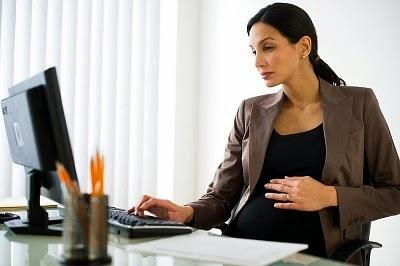 ibu hamil bekerja | aktivitas kantor ibu hamil | pekerjaan ibu hamil